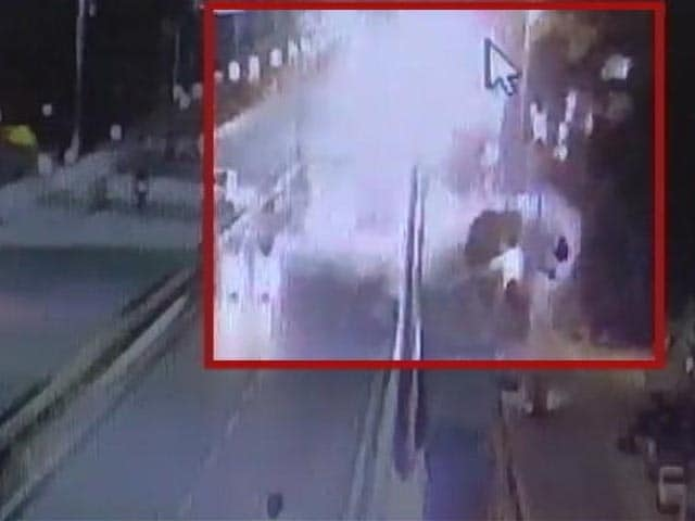 Video : On CCTV, Couple Hit By Car Dies After Falling From Bengaluru Flyover