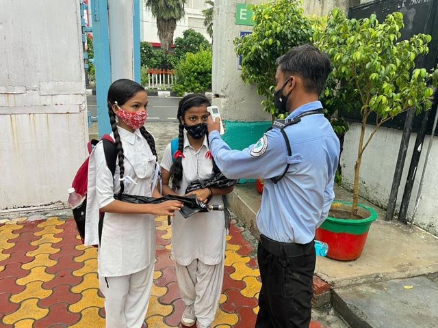Video : Delhi Students Back In Schools After 17 Months, Strict Covid Rules