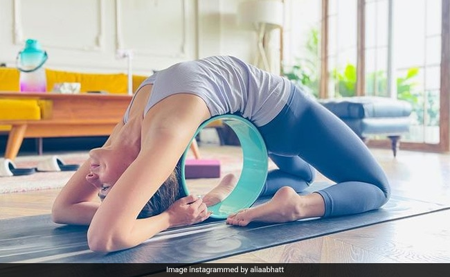 Every Time Alia Bhatt Posts A Yoga Pic, We Want To Chill In Her Living Room