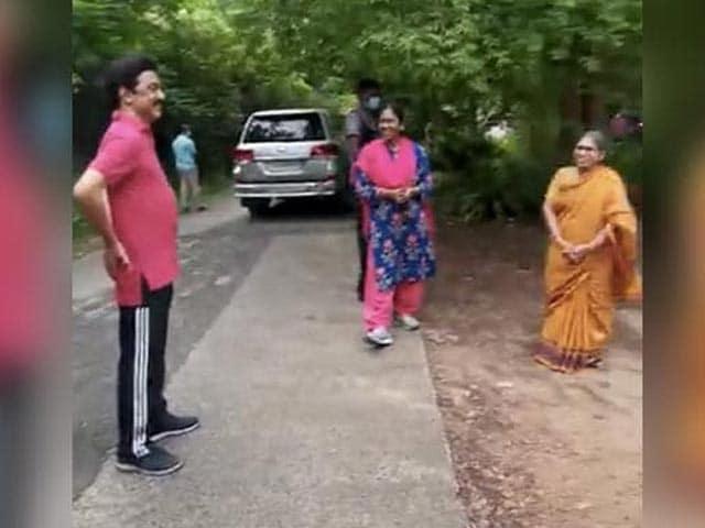 Videos : मॉर्निंग वॉक के दौरान शर्माते हुए नजर आए तमिलनाडु के मुख्यमंत्री एमके स्टालिन