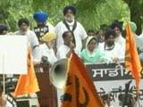 Video : Akali's Sukhbir Badal, Harsimrat Kaur Detained In Delhi Over Farm Protest