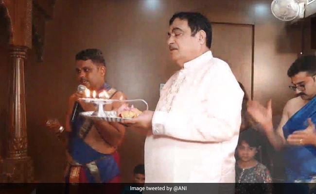 Nitin Gadkari, Uddhav Thackeray, Devendra Fadnavis Celebrate Ganesh Chaturthi Amid Covid Restrictions