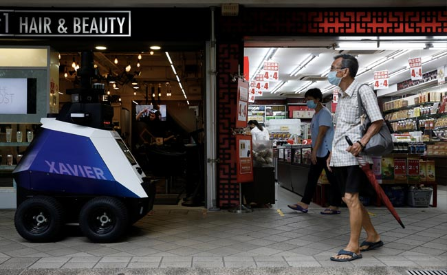 Robots To Patrol Singapore Streets To Detect Bad Social Behaviour