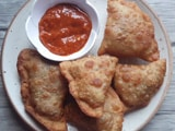 Video : How To Make Keema Samosa   Easy Keema Samosa Recipe