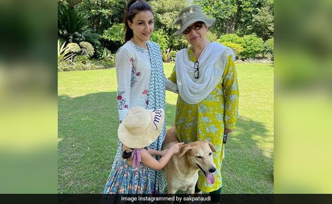 """शर्मिला टैगोर, सोहा अली खान और इनाया """"थ्री जेनरेशन"""" तस्वीर में। बोनस: एक फरबॉल"""