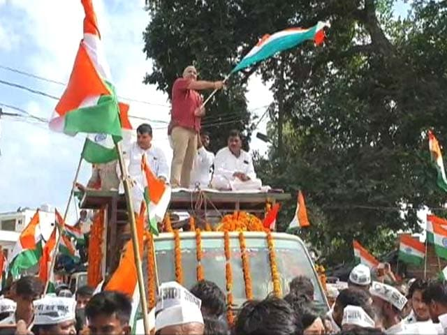 """Video : Aam Aadmi Party Takes Out """"Tiranga Yatra"""" In UP's Ayodhya"""