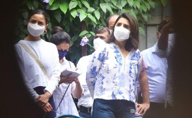 Alia Bhatt Accompanies Ranbir-Neetu To The Work-In-Progress Kapoor Bungalow