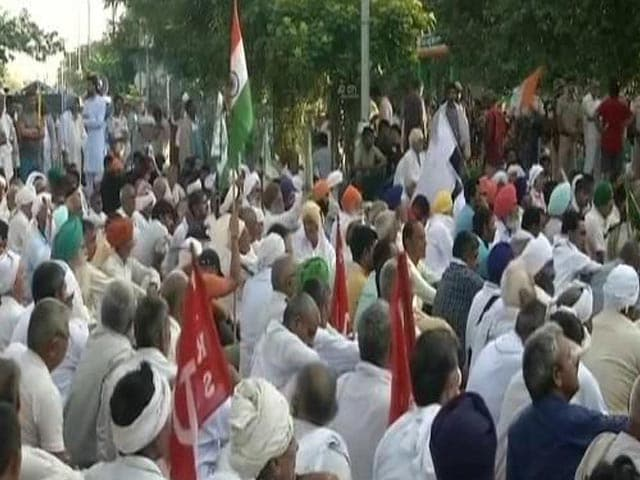 Video : Farmers Call Off Protest In Haryana After IAS Official Sent On Leave