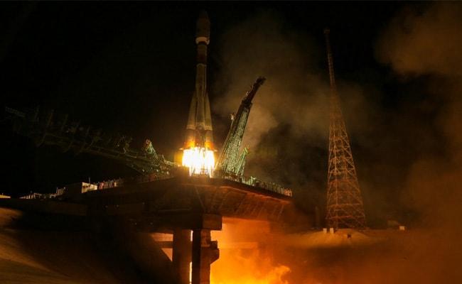रूसी सोयुज रॉकेट ने ब्रिटेन के 34 नए उपग्रह प्रक्षेपित किए
