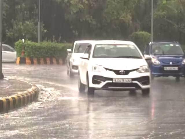 Video : Rain Lashes Parts Of Delhi