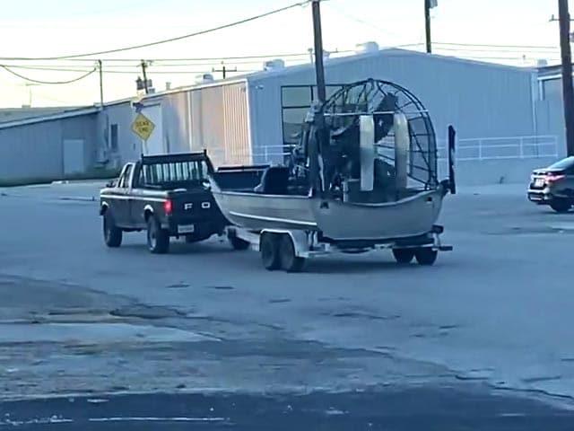"Video : Watch: A ""Genius"" Hack To Move A Broken Truck"