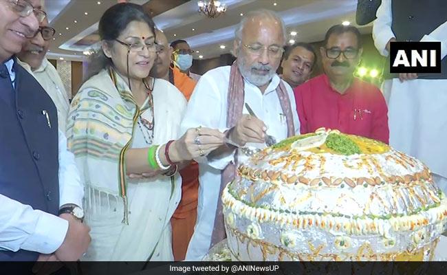 कहीं कटा वैक्सीन वाला 71 फुट लंबा केक, तो कहीं कटा 71 किलो का लड्डू, कुछ ऐसे देशभर में मनाया जा रहा PM मोदी का जन्मदिन