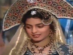 "When Juhi Chawla ""Kept Forgetting Her Lines"" On The Sets Of BR Chopra's <i>Bahadur Shah Zafar</I>"