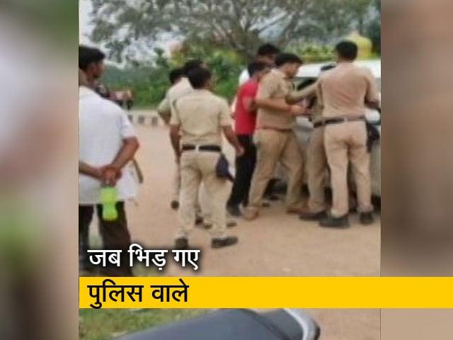 Video : चैन स्नैचर के आरोपियों का श्रेय लेने के लिए आपस में भीड़े पुलिवाले