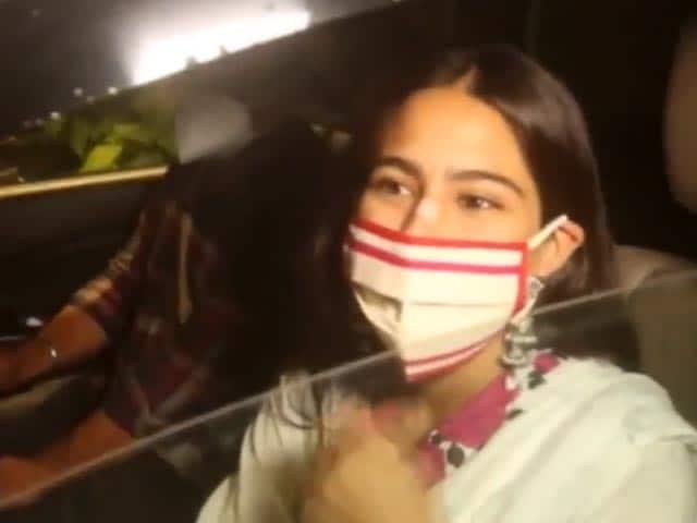Video : Sara Ali  Khan's Mask Factor