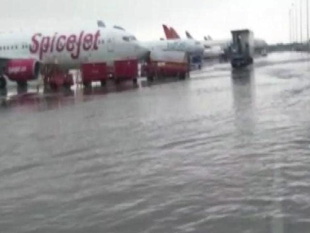 Video : Watch: Delhi Airport Flooded After Record Rain