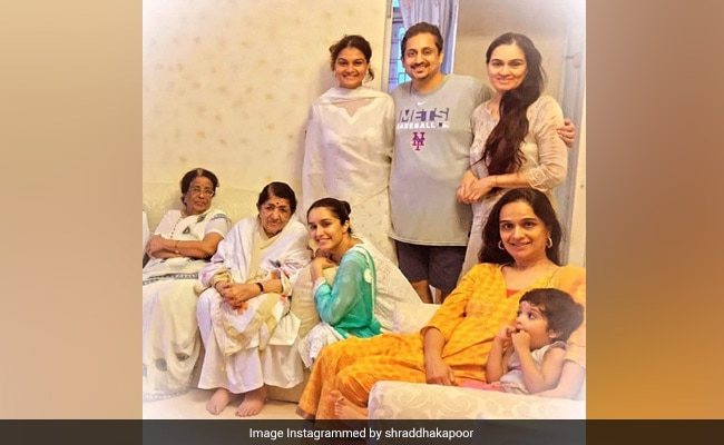 In Shraddha Kapoor's Fam-Jam Pic, Grand Aaji Lata Mangeshkar Is The Centre Of Attention