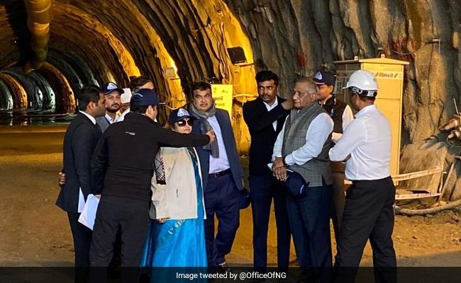 Minister Reviews Construction Work Of All-Weather Zojila, Z-Morh Tunnels On Srinagar-Leh Highway