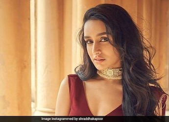 Shraddha Kapoor Digs Into Some Crunchy Chaat; Ranveer Singh Reacts