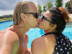 """In Which Aashka Goradia And Brent Goble Answer 13 """"Embarrassing"""" Questions. Guess Who Showers Less?"""