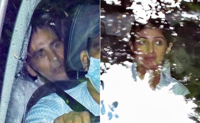 Akshay Kumar's Mom Aruna Bhatia's Cremation: Twinkle Khanna, Riteish Deshmukh, Karan Kapadia And Others Pay Last Respects