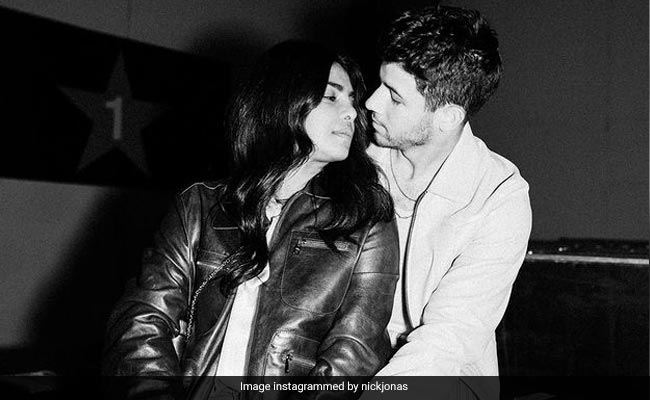 Nick Jonas Is All Hearts For This Pic With Priyanka Chopra