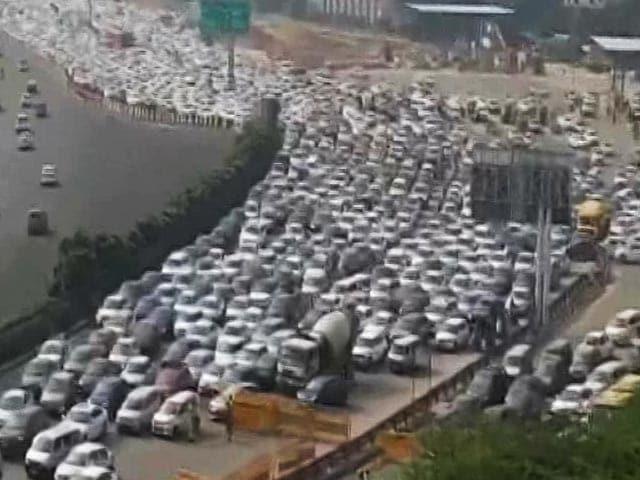 Video : Massive Jam At Delhi-Gurgaon Border Amid 'Bharat Bandh' Security Checks