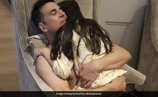 """अक्षय कुमार ने बेटी नितारा को बर्थडे विश में लिखा, """"हमेशा पापा की कीमती लील गर्ल रहो।"""""""