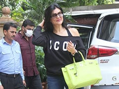 """Sushmita Sen's Rs 18 Lakh Lime Green Hermes Birkin Handbag Is Our Eye """"Candy"""" Of The Day"""