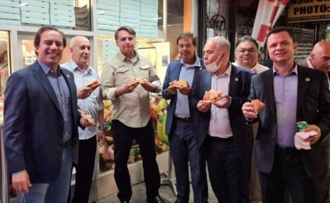 Brazil's President ate pizza on the street P6j2s2do_brazils-president-jair-bolsonaro-ny_625x300_21_September_21
