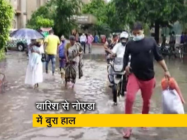 Videos : नोएडा के अस्पताल में भरा बारिश का पानी, पोस्ट ऑफिस की छत लगी टपकने