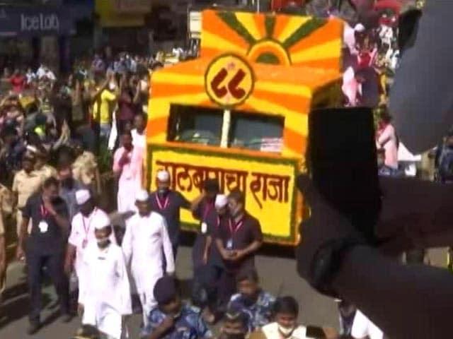 Video : Crowds At Ganpati Immersion In Mumbai