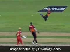 सुपरमैन बन गया यह अंजान खिलाड़ी, एक हाथ से लिया IPL का बेस्ट कैच, गेंदबाज-बल्लेबाज भी हैरान- Video