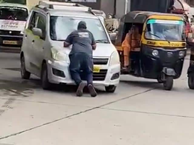 Video : Video: Mumbai Marshal Jumped Onto Bonnet As Maskless Driver Won't Stop