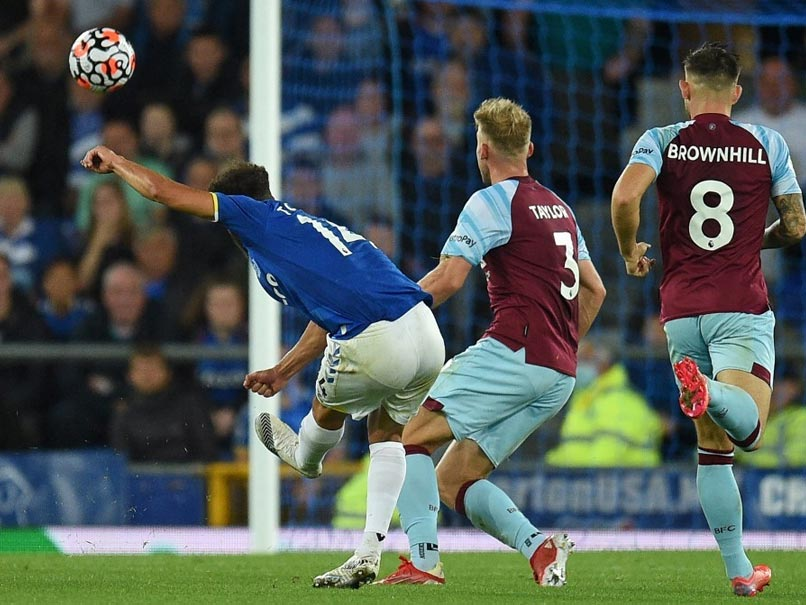 """Watch: Everton Wingers Long Range Stunner vs Burnley """"Gets Better With Every View"""""""