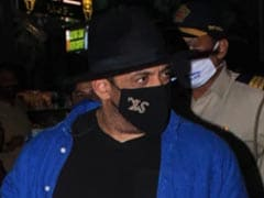 Salman Khan Flew Back To Mumbai After <I>Tiger 3</i> Schedule, The Internet Noticed This Tiny Detail About His Mask