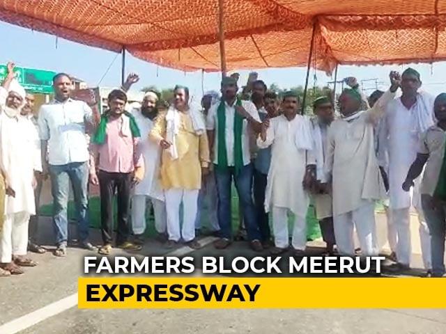 Video : Huge Jams At Delhi Border, Trains Cancelled Amid Farmers' Bharat Bandh