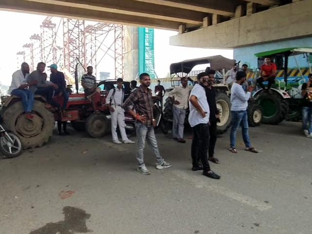 Video : Traffic Hit In Ghaziabad Amid Farmers' 'Bharat Bandh'
