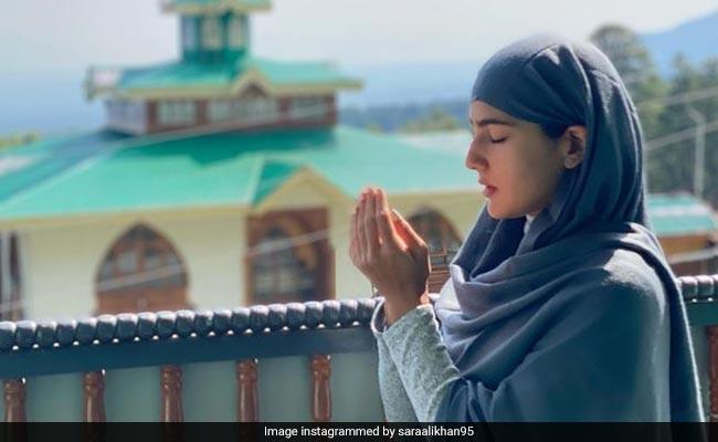 Sara Ali Khan bowed her head in the temple, mosque, church and gurudwara, said- Sarva Dharma Sama Bhava