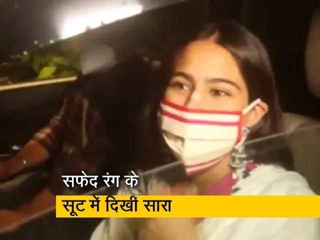 Video : सफेद रंग के सूट और मैचिंग का मास्क पहने दिखीं सारा अली खान