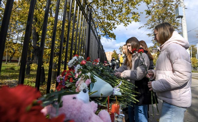 Russians gather to mourn victims of campus shooting