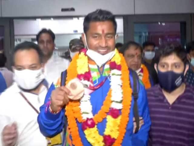 Video : Paralympic Medallist Sundar Singh Gurjar Returns Home To Warm Welcome