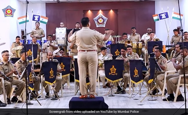 Watch: Mumbai Police Band Is Back With An Iconic Kishore Kumar Song