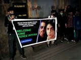 """Video : """"Welcome Home Prince Aryan"""": SRK Fans Celebrate Outside Mannat Home"""