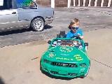 Video: 4 साल के बच्चे ने चलाई कार, ड्राइव करते हुए किए गजब स्टंट