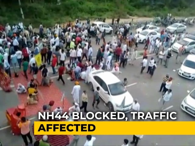 Video : Farmers Block Delhi-Chandigarh Highway Over Delay In Paddy Procurement