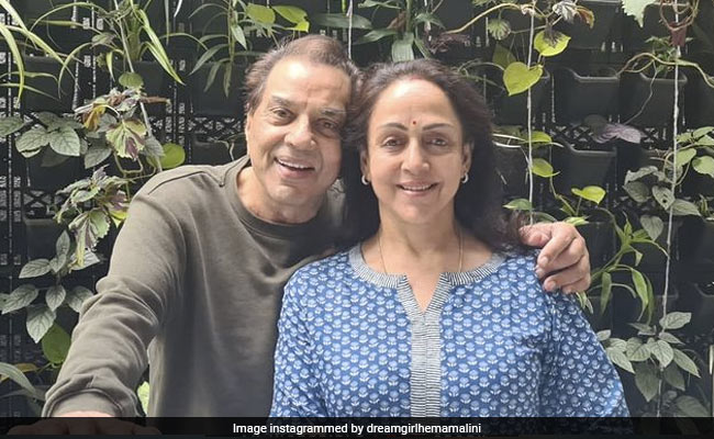 """How Hema Malini Is """"Relaxing"""" With Dharmendra After Birthday Celebrations"""