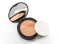 5 Best Compact Powders To Achieve A Flawless Base
