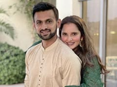 "Sania Mirza's ROFL Reaction As Fans Chant ""<i>Jija Ji</i>"" For Shoaib Malik"
