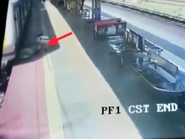 Video : Watch: Mumbai Woman Slips Trying To Board Moving Train, Saved By Cop